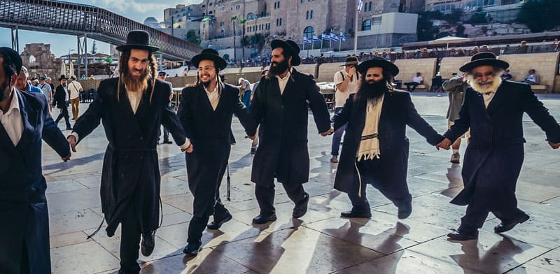 Haredi women dancing (example of the AI tech)